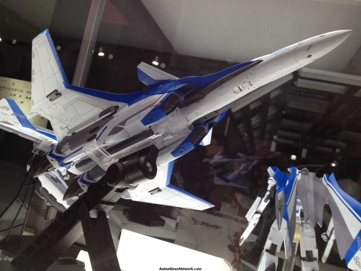 Bandai teases giant 26 inch sdf 1 macross 14 inch vf 1 - Robotech 1080p ...