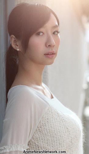 Wakana Sakai como Fumika, la madre de Aoi
